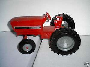 Ertl International Tractor (STK415)