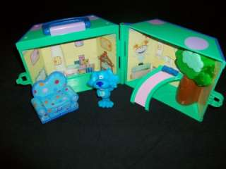 2003 Nick Jr. Blues Clues room playset comes with Blues Clues figure