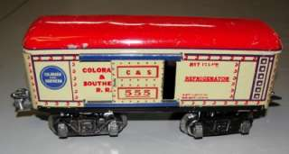 TRAINS 555 RED ROOF REFRIGERATOR CAR 8 WHEEL  ONE WAY AUTO COUPLERS