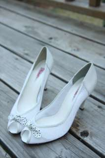 vintage WHiTE LEATHER PEEP TOE HEELS polk a dot bow 9