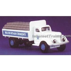 IMEX HO Scale International KB 8 Flatbed w/Load   Blue