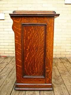 SUPERB Antique SINGER Sewing Machine in QUARTER OAK Cabinet w1503