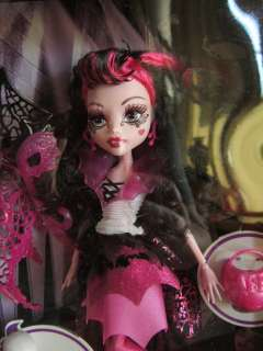 MONSTER HIGH DOLL Ghouls Rule Draculaura in HAND |