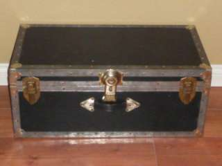 VINTAGE STEAMER CHEST / TRUNK / FOOT LOCKER / STORAGE CASE /TRAIN